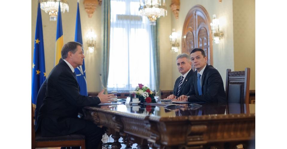 Entrevue du Premier ministre et du ministre des Finances Publiques avec le Président de la(...)