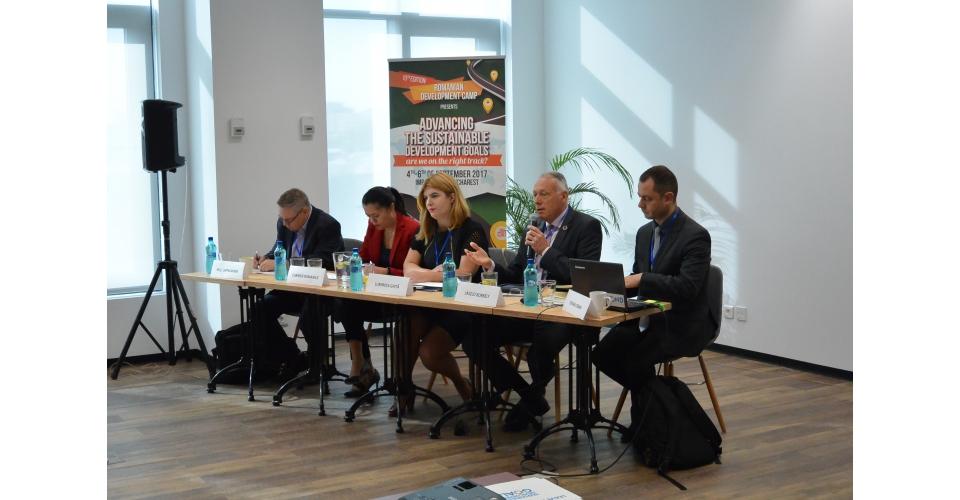 Le conseiller d`Etat, M. László Borbély, en compagnie de conférenciers internationaux à la(...)
