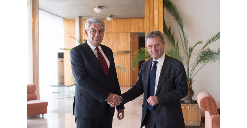 Prime Minister Mihai Tudose met with the European Commissioner for Budget and Human Resources,(...)