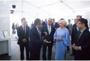 Vizita premierului Viorica Dăncilă la standul companiei Huawei din cadrul Forumului de afaceri organizat în marja Summit-ului 16+1 de la Sofia