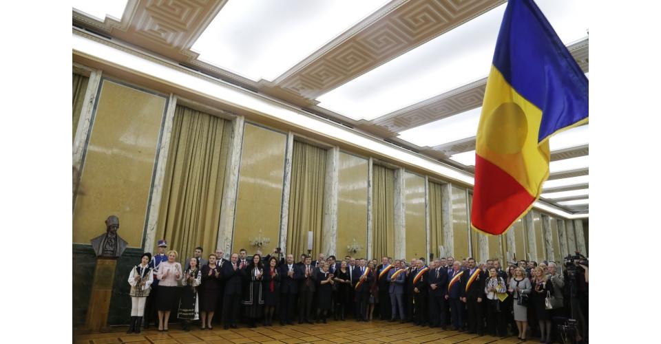 """Prime Minister Viorica Dăncilă attends the donation ceremony of the work """"Avram Iancu - The(...)"""