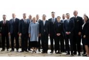 Fotografie de familie format 16+1 / Europa Centrală și de Est – R. P. Chineză