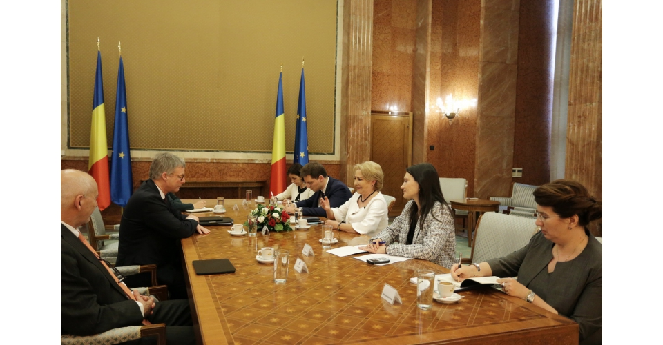 Prime Minister Viorica Dancila and members of the Romanian Cabinet met with the Secretary - General(...)