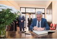 Le Premier ministre  Mihai Tudose a signé dans le livre de condoléances ouvert à l`ambassade d`Espagne en Roumanie à la suite des attentats terroristes de Barcelone