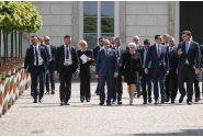 Plimbare în grădina Castelului Regal din Varșovia la finalul reuniunii