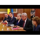 PM Mihai Tudose, Vice Prime Minister Sevil Shhaideh and Ministers Rovana Plumb and Victor Negrescu meet with the European Commissioner for Regional Policy  Corina Creţu