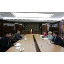Prime Minister Viorica Dancila received  H.E. Mr. Thanglura Darlong, Ambassador of the Republic of India, at Victoria(...)