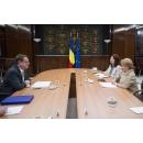 Accueil de l'ambassadeur du Royaume d'Espagne en Roumanie, M. Ramiro Fernandez Bachiller, par le Premier ministre(...)