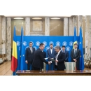 The signing ceremony of the first procurement contracts of radiotherapy equipment for five centers across the country