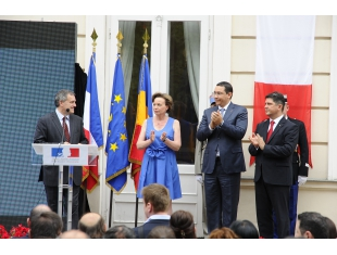 PM Victor Ponta has attended the reception given by the French Embassy on the National Day of the French Republic