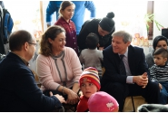 Premierul Dacian Cioloș, ministrul Educației, Adrian Curaj și ministrul Muncii, Claudia-Ana Costea au vizitat astăzi grădinița din Podu Cristinii, comuna Potlogi, Dâmbovița