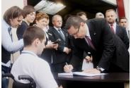 Premierul Victor Ponta a semnat în cartea de onoare a Asociației Profesionale Neguvernamentală de Asistență Socială